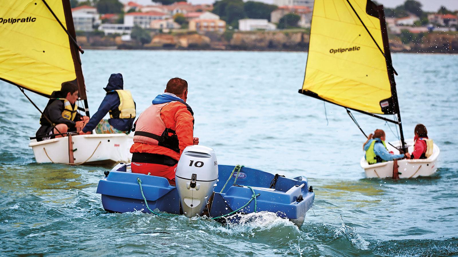 łódź zsilnikiem zaburtowym 10KM Honda